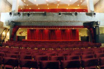 """Karte za predstave u pozorištu """"Slavija"""" prva 4 dana decembra po jedinstvenoj ceni od 300 dinara"""