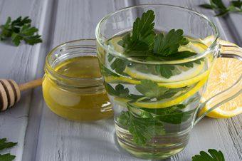 Izbacite nakupljenu vodu iz organizma uz pomoć čaja od peršuna