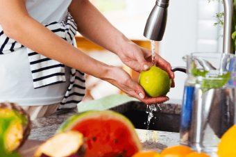 Naučite kako se pravilno pere povrće i voće