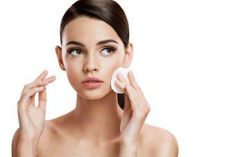 Kako pravilno očistiti lice nakon šminkanja