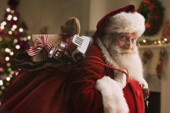 Praznično darivanje Deda Mraza iluzija u Muzeju iluzija