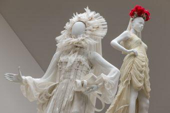 Uživajte u izložbi venčanica Žan Pol Gotjea uz stručno vođenje