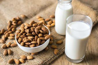 Napravite domaće bademovo mleko